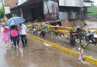 Al menos un muerto por inundaciones en El Salvador
