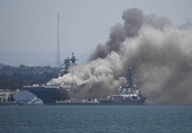 Al menos 18 marinos heridos en incendio de buque estadounidense