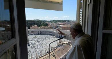 """El papa Francisco pide """"generosa ayuda"""" a víctimas del Líbano"""