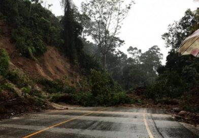 Derrumbe impide el paso entre Honduras y Guatemala