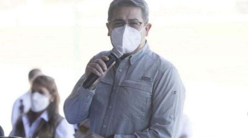 Presentan solicitud de juicio político contra el presidente Hernández
