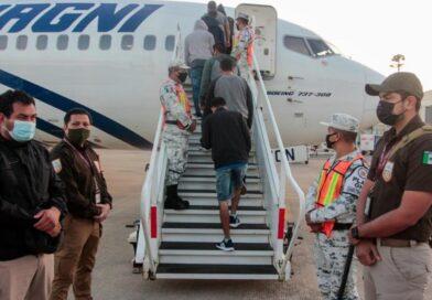 México deporta a 136 migrantes hondureños