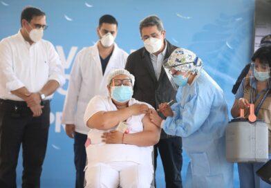 Inicia vacunación contra el COVID-19 en Honduras