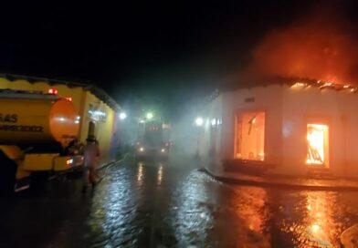 Incendio consume mercado de Gracias en Lempira
