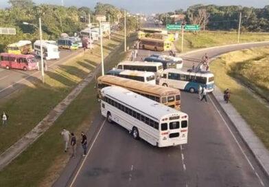 Transportistas anuncian manifestaciones por incumplimientos de acuerdos