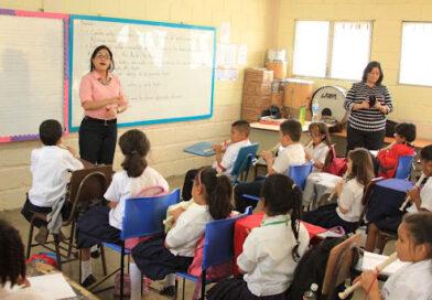 Se celebra el día del maestro en Honduras