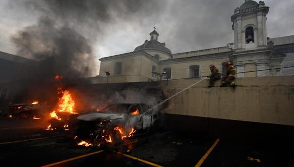 Exmilitares entran al Congreso de Guatemala para exigir indemnizaciones