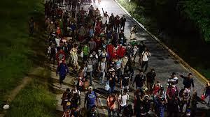 Caravana migrante sigue su paso por México con destino a EEUU